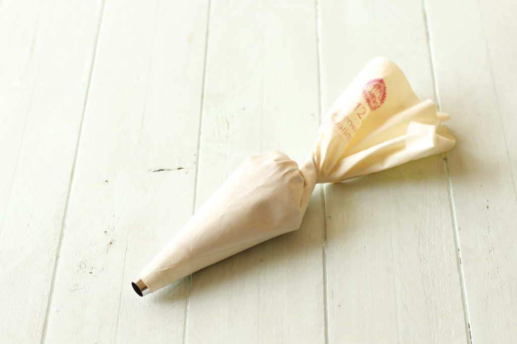how to fill a pastry bag