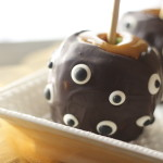 spooky eye caramel apple