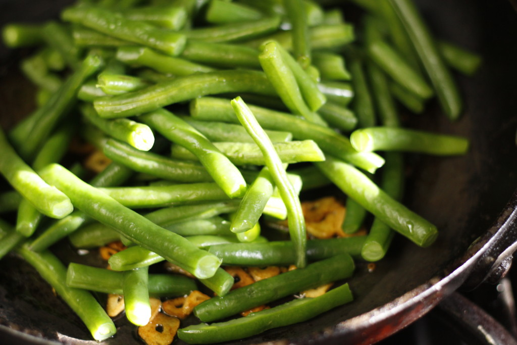 garlicky brown butter green beans-001