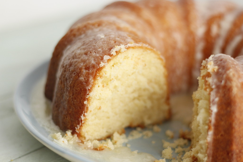 http://www.foodnetwork.com/recipes/paula-deen/mamas-pound-cake-recipe.html
